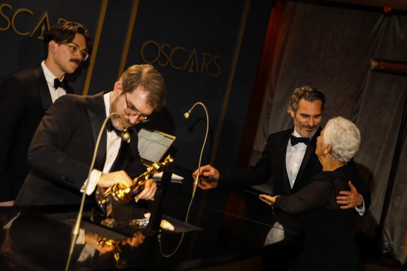 488167_ET_Oscars_Governors_Ball_JLC_0270-742254-742306.JPG