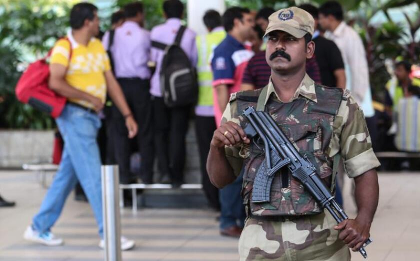 A member of the Central Industrial Security Force (CISF) stands guard at the domestic airport in Mumbai, India, 02 January 2016. EFE/EPA/File