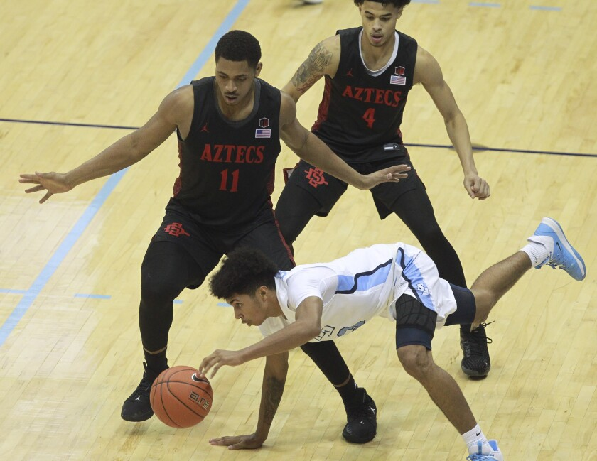 472523_sd_sp_aztecs_usd_hoops_hp_03.JPG