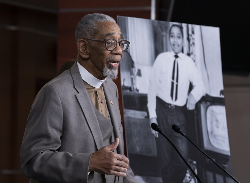 House votes to make lynching a federal crime, 65 years after Mississippi case