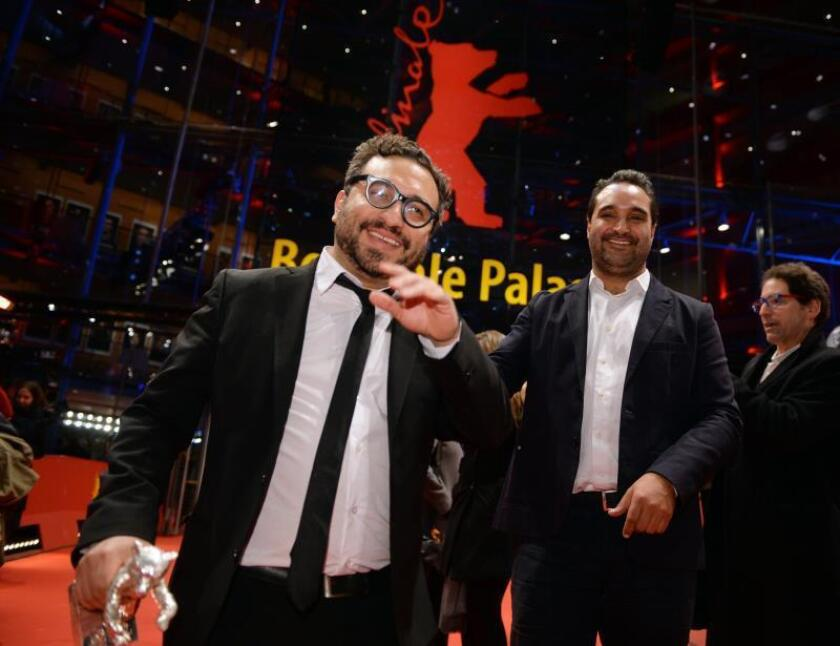 Mexican director Alonso Ruizpalacios (L) and Writer and producer Manuel Alcala (R) pose in front of Berlinale Palace with their Silver Bear for best Script' for 'Museo' after the Closing and Awards Ceremony of the 68th annual Berlin International Film Festival (Berlinale), in Berlin, Germany. EFE