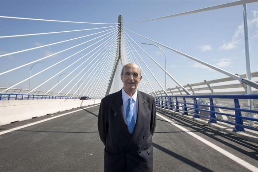El ingeniero español Javier Manterola Armisén recibió en México el premio Lorenzo H. Zambrano, máximo galardón que otorga la compañía cementera Cemex, por sus 56 años de trayectoria como proyectista de puentes emblemáticos. EFE/Archivo