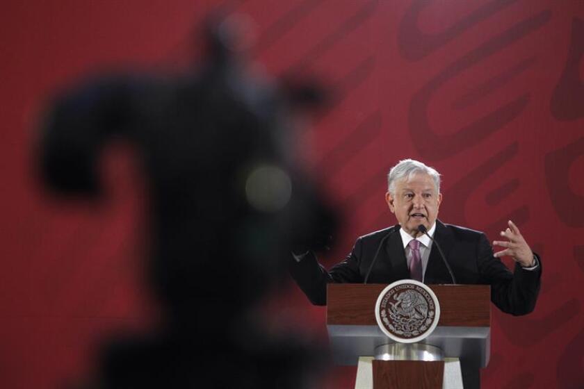 El presidente de México, Andrés Manuel López Obrador, habla durante una rueda de prensa hoy, viernes 28 de diciembre de 2018, en Ciudad de México (México). EFE