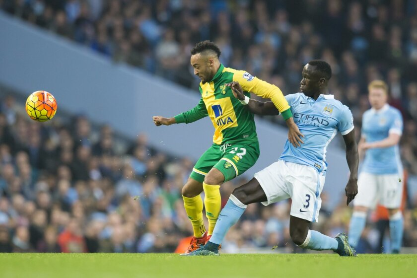 Manchester City's Bacary Sagna, right, fights for the ball against Nathan Redmond of Norwich City during the English Premier League soccer match between Manchester City and Norwich at the Etihad Stadium, Manchester, England, Saturday Oct. 31, 2015. (AP Photo/Jon Super)