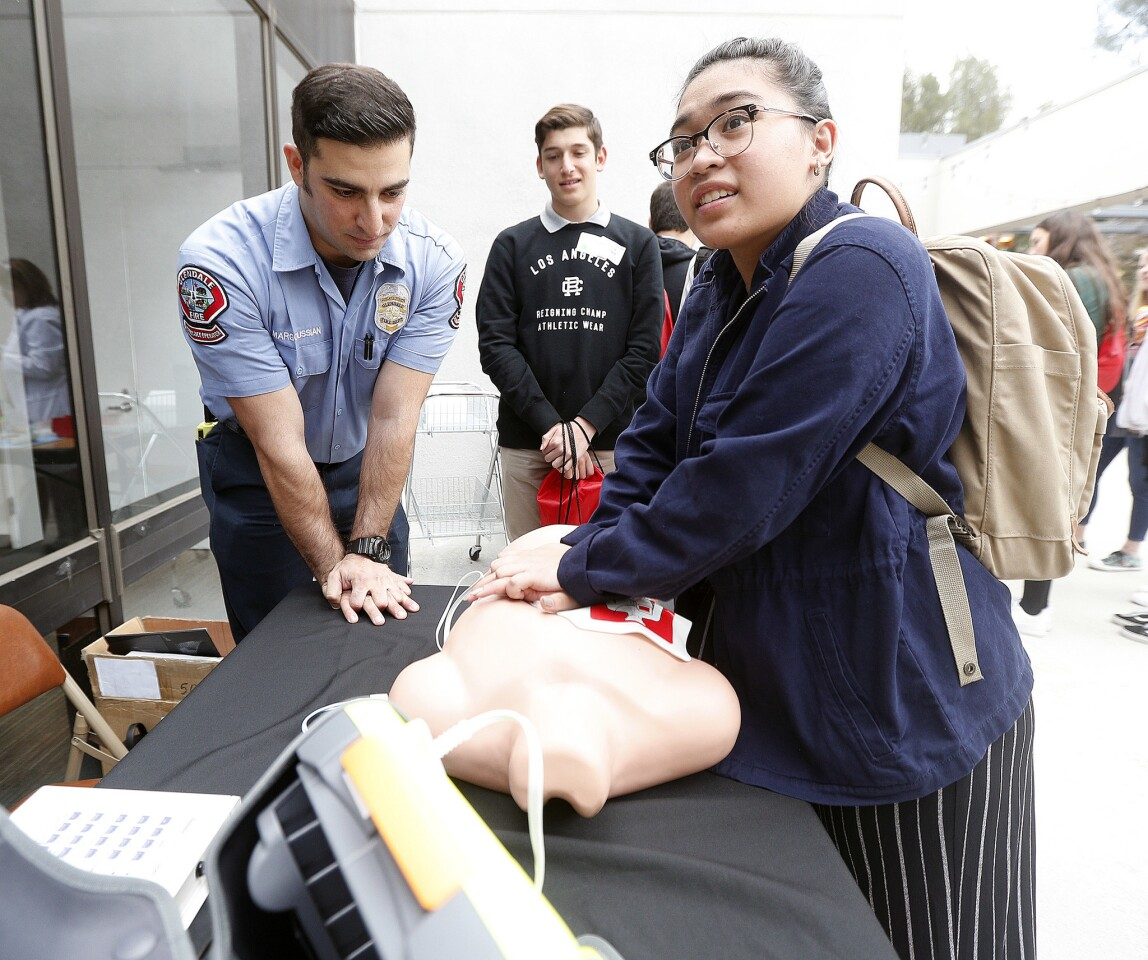Photo Gallery: USC Verdugo Hills Hospital's Day of Discovery job shadow opportunity for local high school students