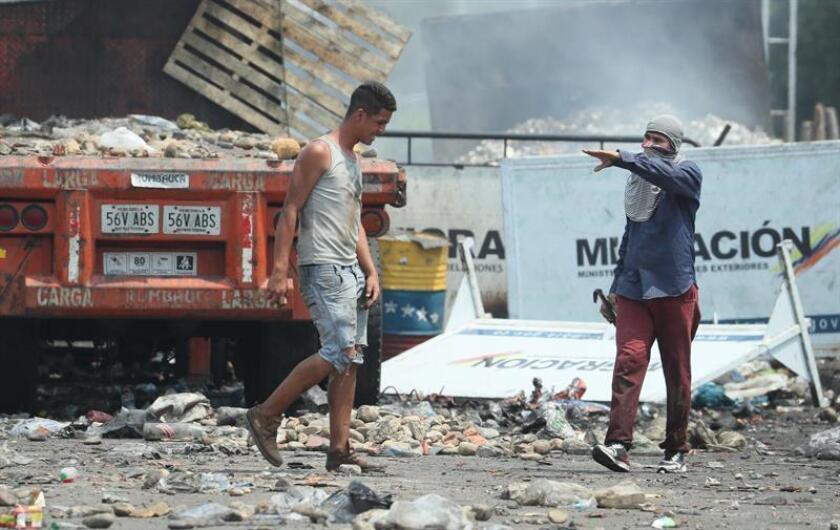 Demonstrators opposed to the government of Venezuelan President Nicolas Maduro at the Francisco de Paula Santander border bridge linking Venezuela with Colombia, on Feb. 24, 2019. EFE-EPA/Mauricio Dueñas Castañeda