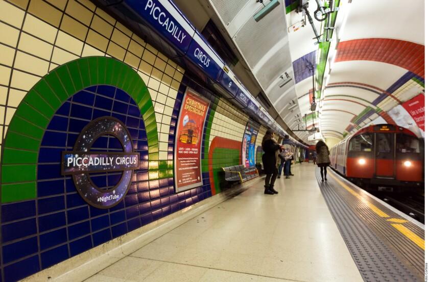 El Metro de Londres cumple 155 años del inicio de sus operaciones. De acuerdo con Transport for London (TFL), organización gubernamental a cargo de este sistema de transporte, el 10 de enero de 1863 se inauguró el primer túnel del Metro de Londres, el cual iba desde Paddington hasta Farringdon, pasando por Baker Street y King's Cross.