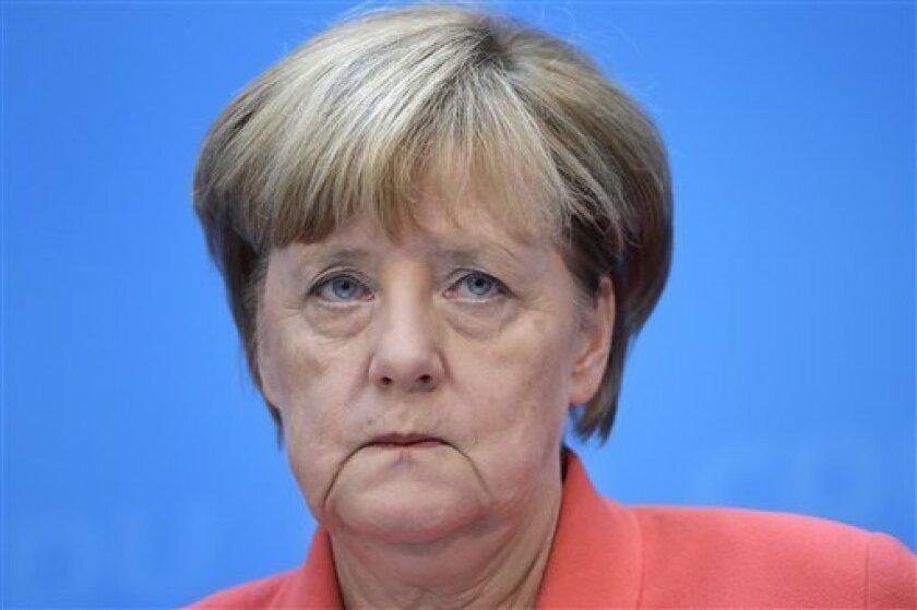 """La canciller alemana, Angela Merkel, celebró hoy la concesión del Nobel de la Paz a Juan Manuel Santos y consideró que el galardón trae """"esperanza para toda la región"""" y anima al presidente colombiano """"a seguir avanzando por ese camino""""."""