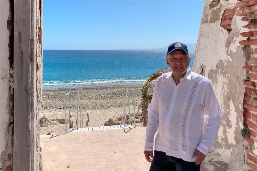 Fotografía cedida del presidente de México, Andrés Manuel López Obrador, durante su visita al penal de las Islas Marias, en las costas del estado de Nayarit (México). EFE/PRESIDENCIA/SOLO USO EDITORIAL