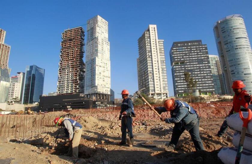 La inversión fija bruta en maquinaria y construcción en México disminuyó un 1,5 % en 2017 en comparación con el año anterior, según cifras originales del Instituto Nacional de Estadística y Geografía (Inegi). EFE / Archivo