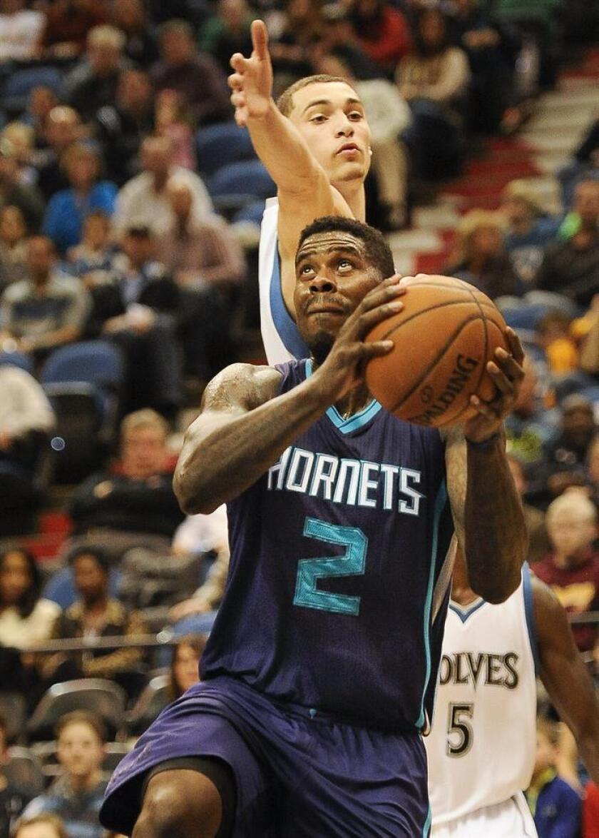 El jugador de los Charlotte Hornets, Marvin Williams (frente). EFE/Archivo