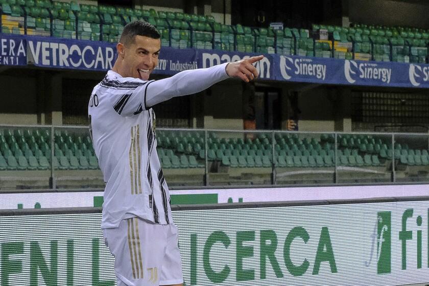 Cristiano Ronaldo festeja luego de anotar por la Juventus ante el Hellas Verona