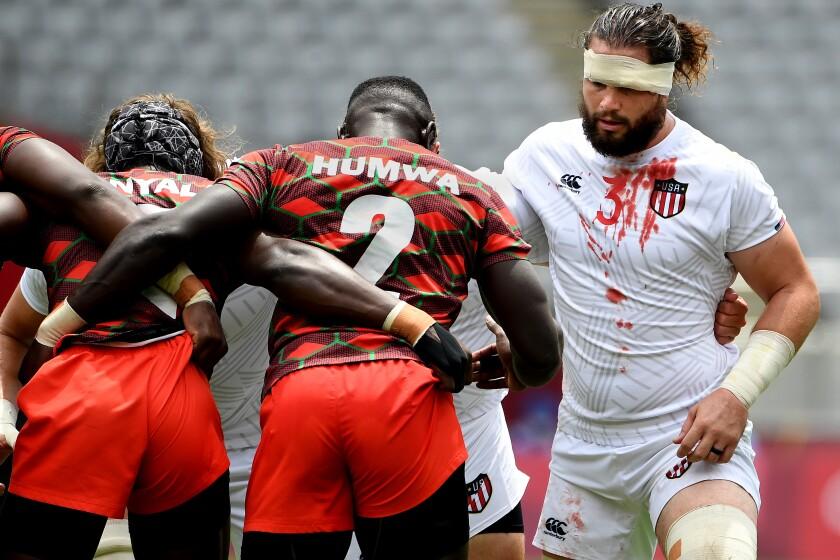 Un joueur de rugby américain a du sang sur son maillot aux Jeux olympiques de Tokyo.