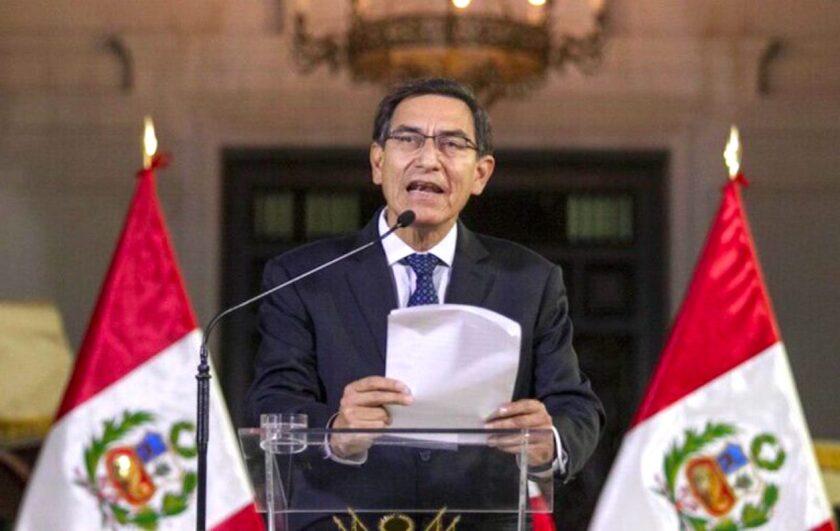El presidente Martín Vizcarra ofrece un mensaje a la nación desde el palacio de gobierno en Lima, Perú.
