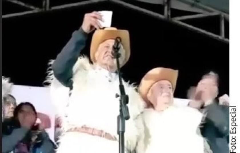Andrés Manuel López Obrador reveló que Fernando Velasco Pedrero, abuelo materno del Mandatario de Chiapas, Manuel Velasco, fue quien le prestó el emblemático Tsuru en el que hizo campaña en el año 2000 como candidato a Jefe de Gobierno de la Ciudad de México.