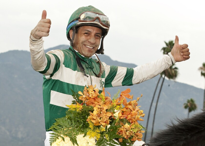 El jockey mexicano, Víctor Espinoza, disfruta de su nueva vida.