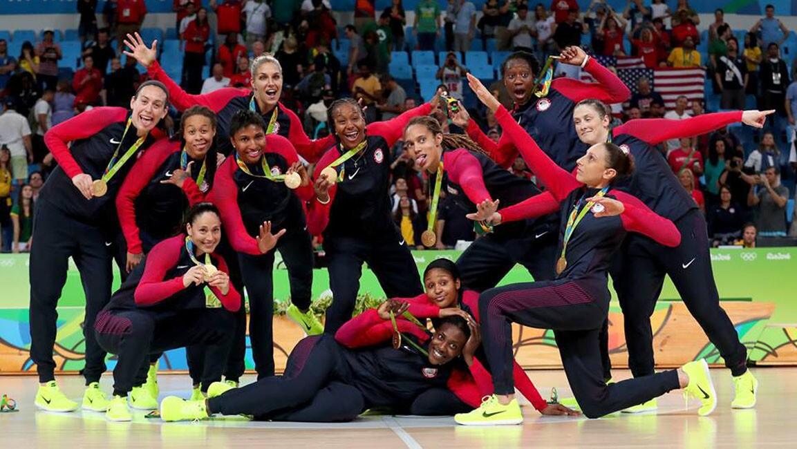 Estados Unidos ganó su sexta medalla de oro consecutiva en el básquetbol olímpico de mujeres, tras sacudir 101-72 a España.