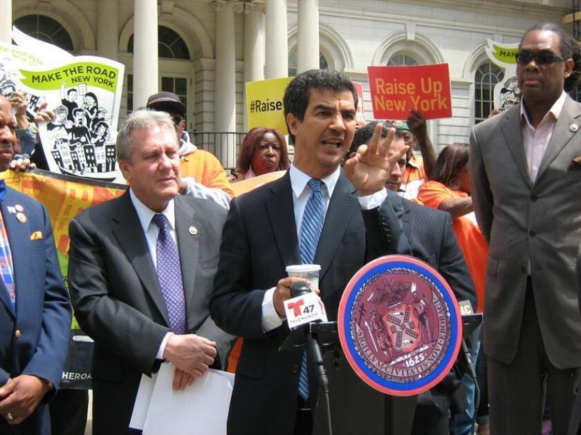 Políticos neoyorquinos, como el concejal Ydanis Rodríguez (c) hicieron hoy un llamado a que los niños separados de sus padres en la frontera reciban un trato humano en los centros donde han sido ubicados. EFE/ARCHIVO