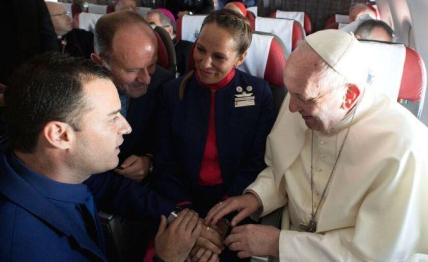 La pareja dijo que no había podido casarse en su iglesia en la capital chilena, Santiago, debido a que había quedado dañada por un terremoto en 2010.