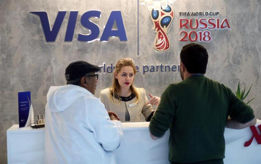 Visa, patrocinador de la Copa del Mundo desde 2007, promete una experiencia mágica a los consumidores durante el Mundial de Rusia con sus tecnologías de pago sin contacto, que incluyen pulseras y anillos además de los plásticos conmemorativos del torneo supremo del deporte del balón. EFE