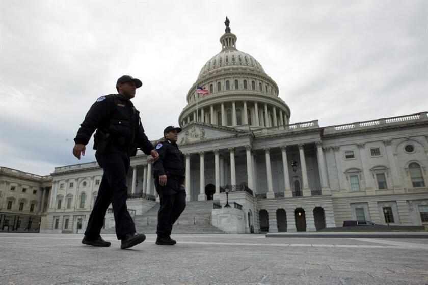 Autoridades patrullan los alrededores del Capitolio de los Estados Unidos en Washington, DC, EE. UU. EFE/Archivo