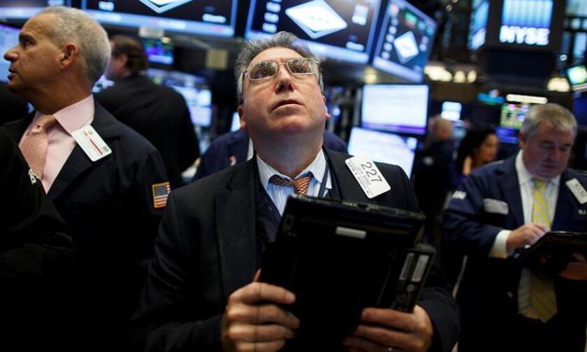 Wall Street ampliaba hoy las ganancias y hacia la media sesión el Dow Jones de Industriales, su principal indicador, subía con fuerza un 0,66 % y seguía cotizando en máximos históricos junto a sus otros dos índices de referencia. EFE/ARCHIVO