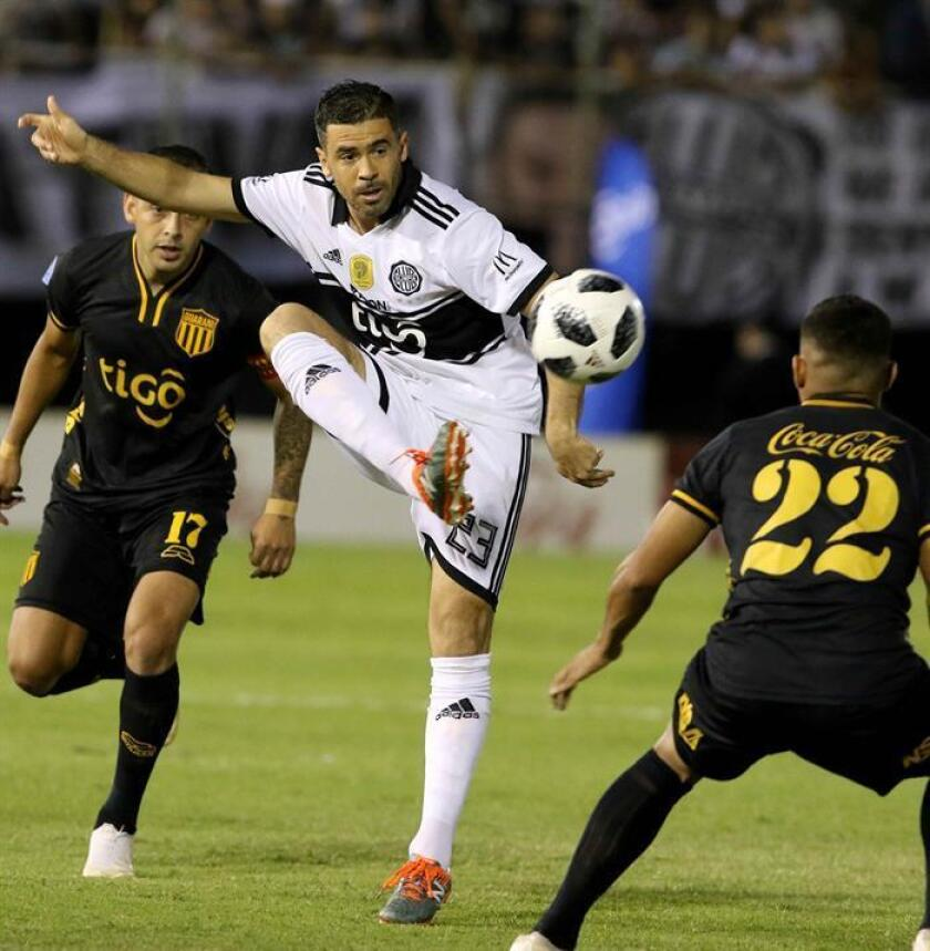 Olimpia's Julian Benitez (c) fights for the ball with Guarani's Lui De La Cruz (l) and Rodney Redes (r) during their match on Nov. 28, 2018, in Asuncion, Paraguay. EFE-EP/Andres Cristaldo