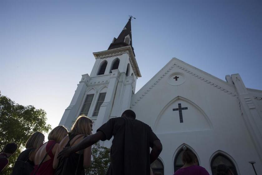 Tiroteo en iglesia baptista de Texas deja varias personas muertas