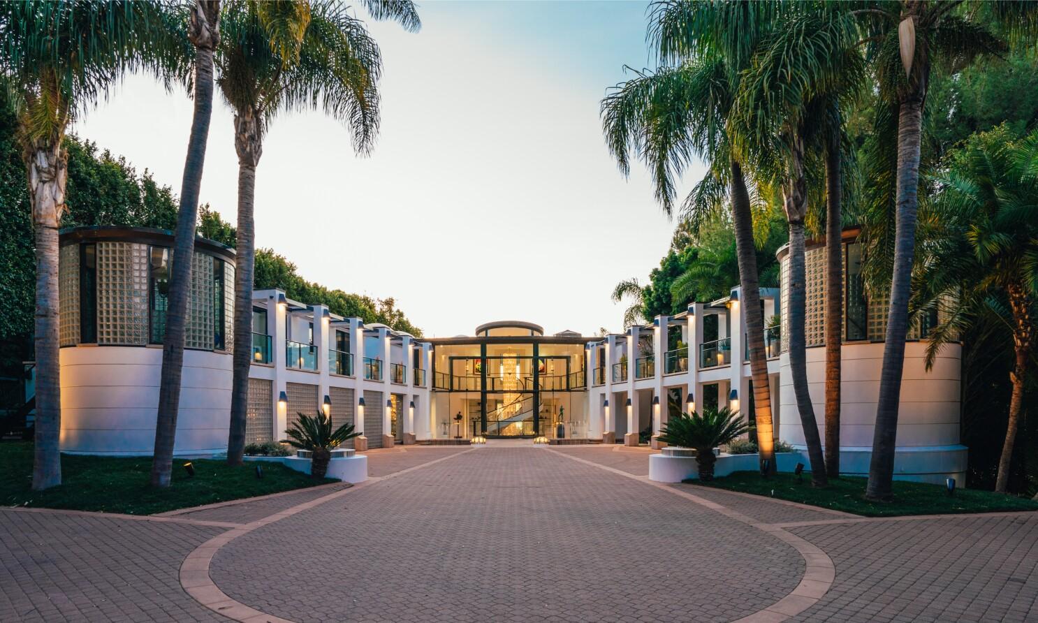 Billionaire David Saperstein Ask 115 Million For Malibu Mansion Los Angeles Times