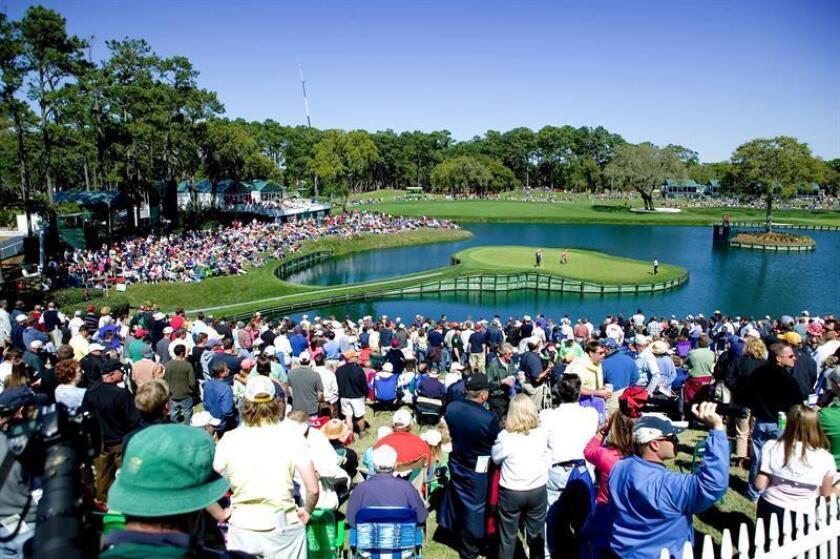 Fotografía de archivo sin fecha cedida donde se aprecia una vista de fans de golf siguiendo el desarrollo de los juegos del prestigioso torneo The Players. EFE/Oficina Turismo San Agustín/SOLO USO EDITORIAL/NO VENTAS