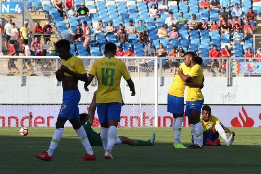 Jugadores de Brasil festejan. EFE