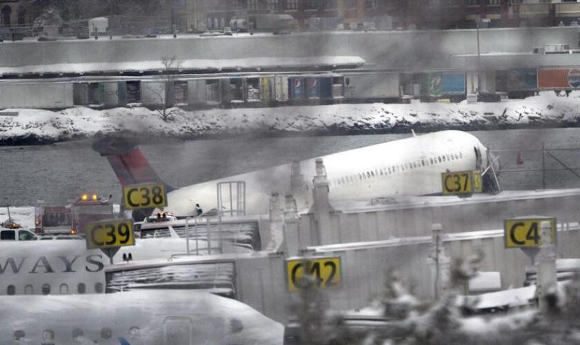 Los aeropuertos que operan en esas ciudades también se han visto afectados, especialmente el de Newark, en Nueva Jersey, que sumaba 87 vuelos cancelados este sábado, y el de Baltimore-Washington, que le seguía de cerca, con 82. EFE/Archivo
