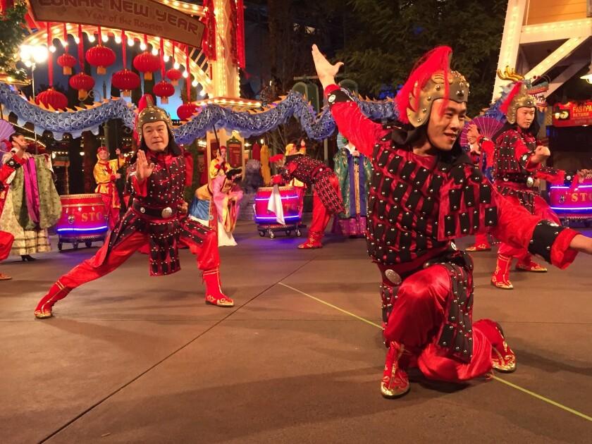 Inicia el Año Nuevo Lunar en Disney California Adventure.