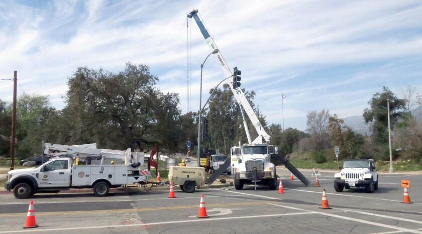 tn-vsl-me-oak-grove-signal-installation-20200220-2.jpg