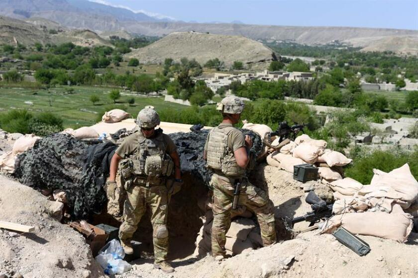 US soldiers take position during an operation against Islamic State (IS) militants in Khot district of Nangarhar province, Afghanistan, Apr. 11, 2017. EPA-EFE/FILE/GHULAMULLAH HABIBI