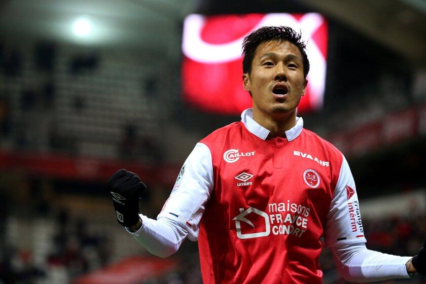 Troyes' Hyun-Jun Suk.