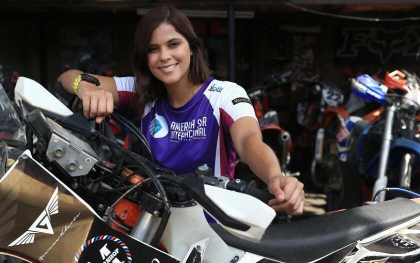 La motociclista peruana Gianna Velarde posa para Efe durante una entrevista el pasado 22 de noviembre de 2018, en Lima (Perú). EFE