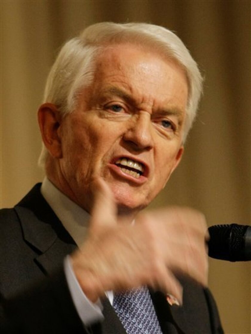 Thomas Donohue, president and chief executive officer of the U.S. Chamber of Commerce delivers a speech during a lunch meeting in Seoul, South Korea, Thursday, Jan. 15, 2009.  (AP Photo/ Lee Jin-man)