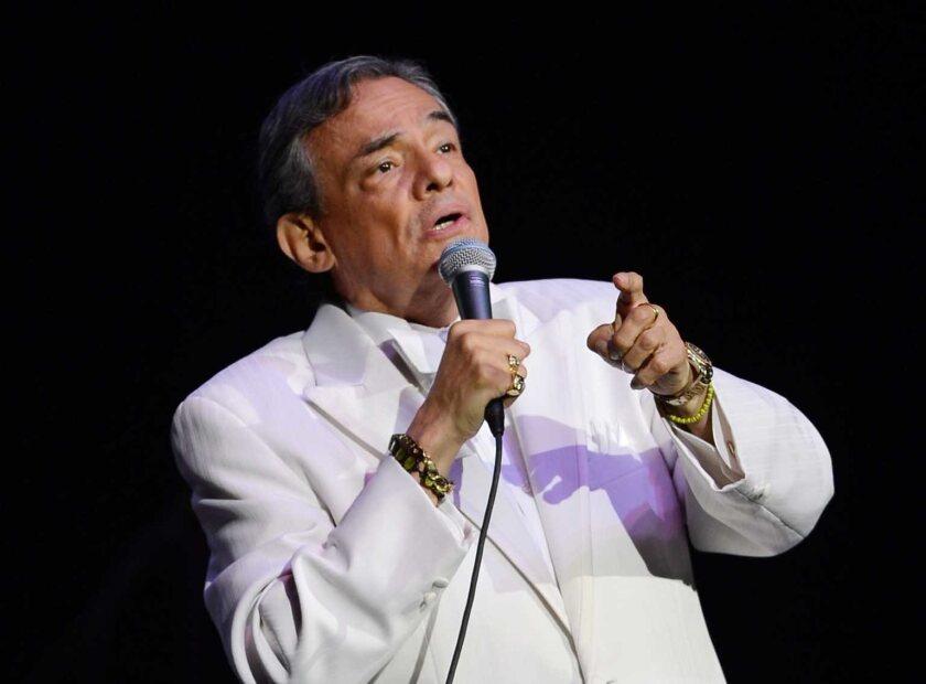 El cantante mexicano se recupera supuestamente de su enfermedad en un hospital de Miami, Florida.