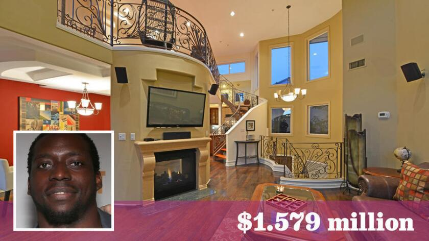 Former NFL tailback Rashard Mendenhall has listed his townhome in Santa Monica for sale at $1.579 million.