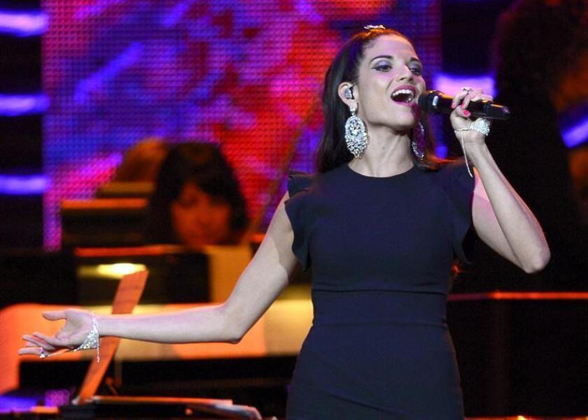 La cantante española Natalia Jimenez actúa durante la gala en honor del cantantautor español Joan Manuel Serrat en la que recibió el premio a la Persona del Año por parte de la Academia Latina de la Grabación en Las Vegas (Estados Unidos), el miércoles 19 de noviembre de 2014. EFE/Archivo