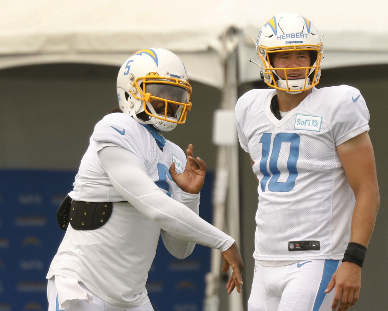 Anthony Lynn Says Justin Herbert Is Chargers Starting Qb Los Angeles Times
