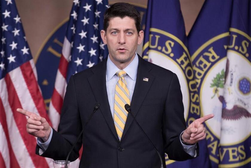 """El presidente de la Cámara de Representantes, Paul Ryan, reiteró hoy que no hay """"evidencia alguna"""" de fraude electoral durante las elecciones de 2016, después de que el presidente del país, Donald Trump, reiterara que varios millones de indocumentados votaron por Hillary Clinton. EFE/ARCHIVO"""