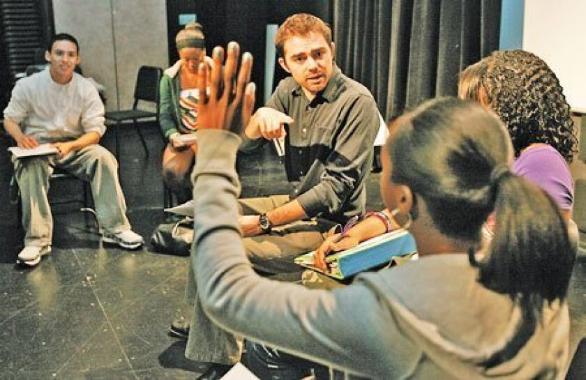 """""""Kingdom"""" writer Aaron Jafferis works with students as a resident artist at Lincoln High. (Photos by John Gastaldo / Union-Tribune)"""