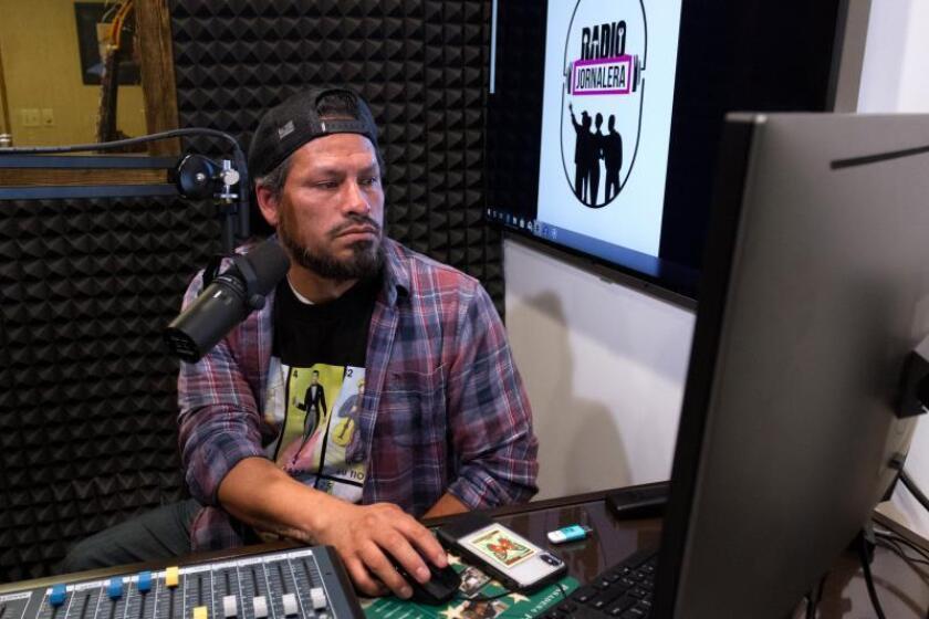 Jornaleros montan su propia radio para defenderse de ataques de Trump