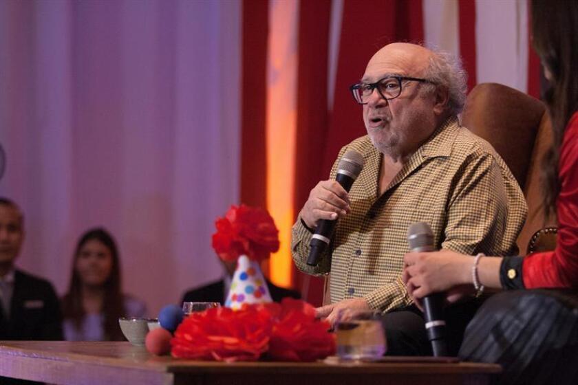 """El veterano actor estadounidense Danny DeVito, de 74 años, habla este martes durante la presentación de la película """"Dumbo"""", en Ciudad de México (México). EFE"""