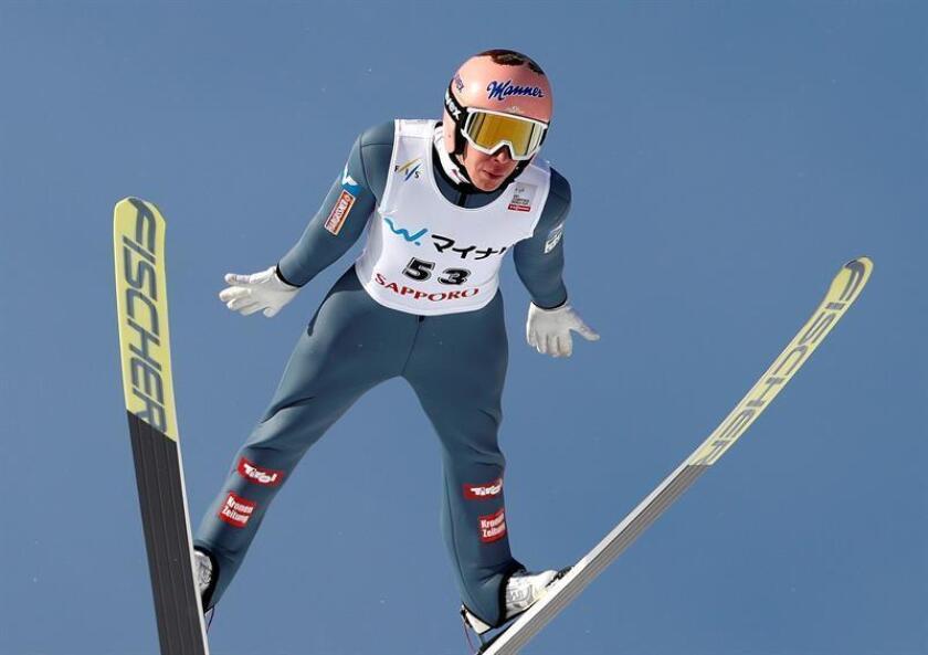El austríaco Stefan Kraft repitió victoria en Sapporo por delante del esloveno Timi Zajc y del líder de la Copa del Mundo de saltos de esquí nórdico, el japonés Ryoyu Kobayashi. EFE