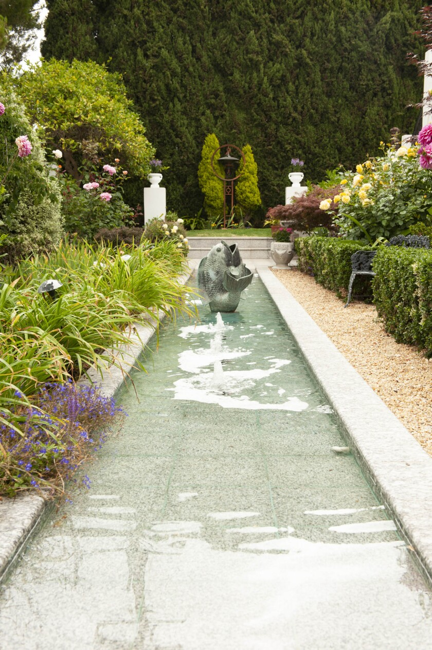 A garden in the 2020 tour, featuring a fountain and pool in an Italian-inspired garden.