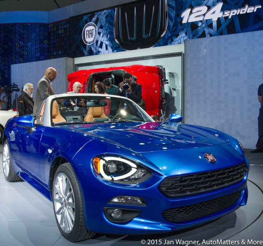 Front quarter view of Fiat 124 Spider