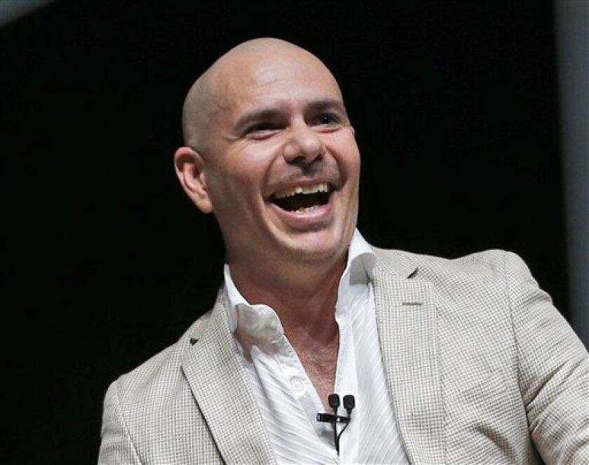 En esta foto del 19 de abril del 2016, Pitbull participa en el evento tecnológico eMerge Americas en Miami Beach, Florida. Pitbull develará su propia estrella en el Paseo de la Fama de Hollywood el 15 de julio del 2016. (AP Foto/Wilfredo Lee, Archivo)
